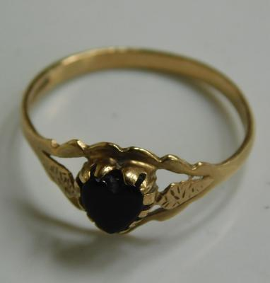 Vintage 9ct gold heart ring, size O