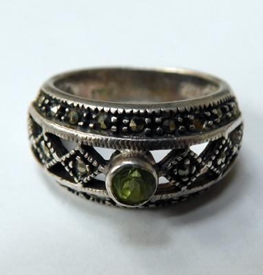 Silver marcasite & peridot ring