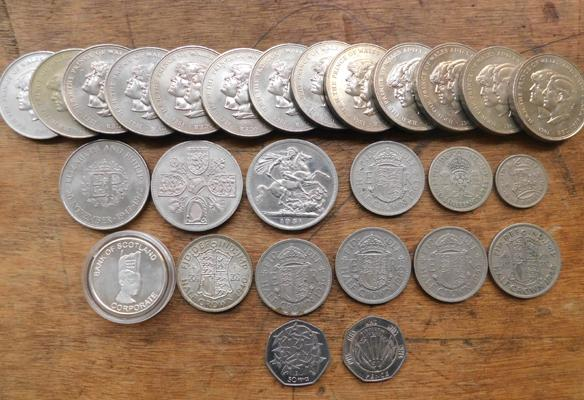 Assortment of collectable coins, incl. 50p coins, Bank of Scotland proof coin & George VI coins