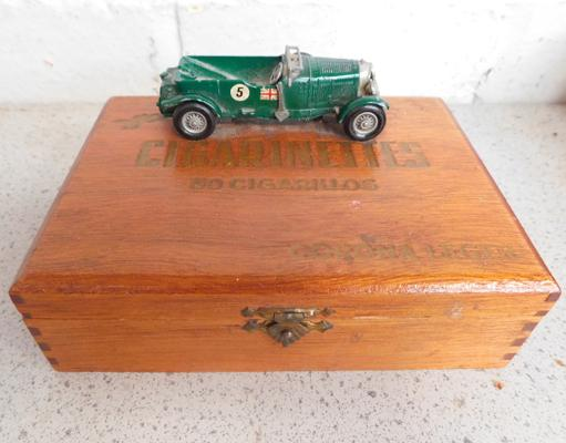 Collectable vintage cigarinettes case