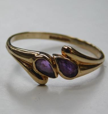 9ct Gold & amethyst teardrop crossover ring size R