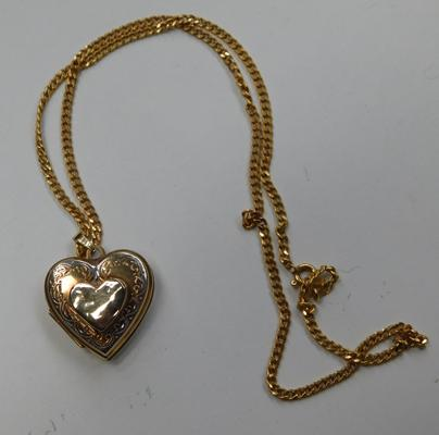 9ct Gold chain with 9ct gold double opening heart shaped locket
