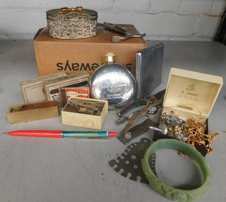 Assortment of vintage collectables, incl. costume jewellery