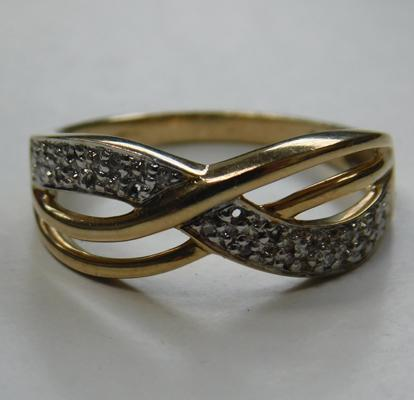 9ct Gold diamond crossover ring size O 1/2