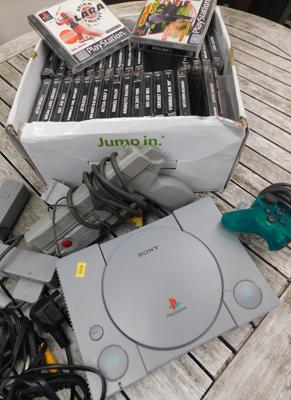 Sony PS1, controller, gun & selection of games - all unchecked
