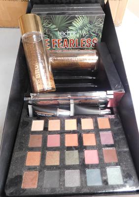 Tray of make up pallets & bronzing oil