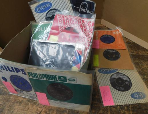 Box of collectable 45s