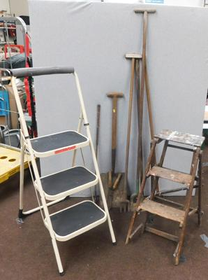 2x Sets of stepladders + selection of vintage tools