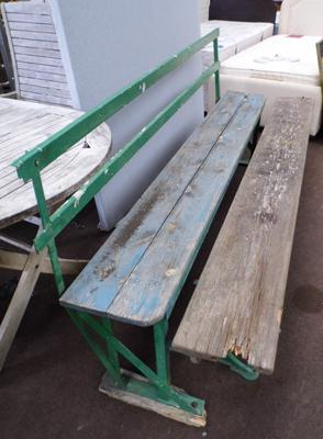 2x Park style benches